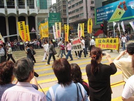 Всі лають КПК на плакатах. Фото: Жуйфень Лян. Велика Епоха