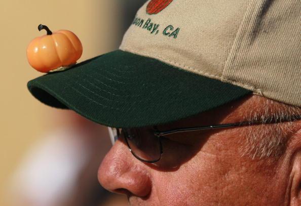 Самая большая тыква и самая маленькая тыква на Ежегодном тыквенном чемпионате мира. Half Moon Bay, Фоторепортаж. Фото: Justin Sullivan/Getty Images