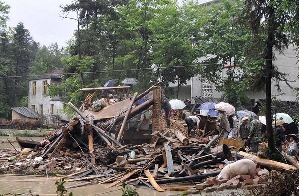 На півдні Китаю відбулися сильні повені. 6 травня 2010. Фото: AFP