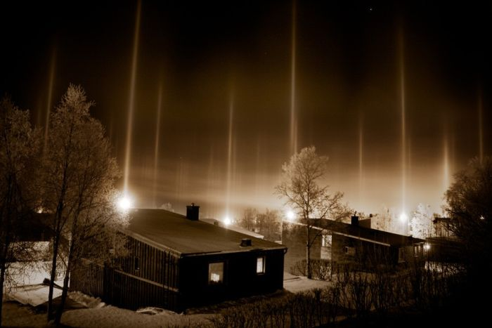 Світлові стовпи. Фото: planktons.ru
