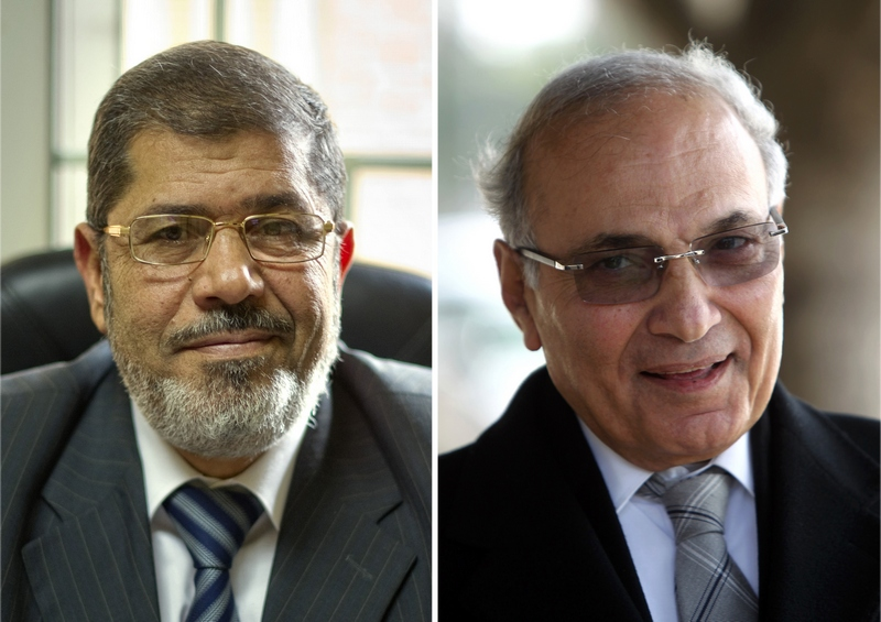 Лідируючі кандидати першого туру в Єгипті: ісламіст Мохаммед Мурсі (ліворуч) і колишній прем'єр Хосні Мубарака Ахмед Шафік (праворуч). Фото: Халед DESOUKI/AFP/GettyImages