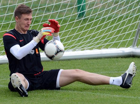 Польський воротар бере участь в тренуванні 10червня у Варшаві. Фото: JANEK SKARZYNSKI/AFP/GettyImages