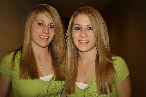 1867 пар близнецо867 пар близнецов. Фото с secretchina.com