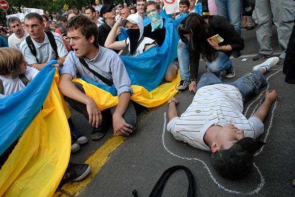 Массовый протест против гибели студента в отделении милиции прошел в Киеве 10 июня 2010 года. Фото: Владимир Бородин/The Epoch Times