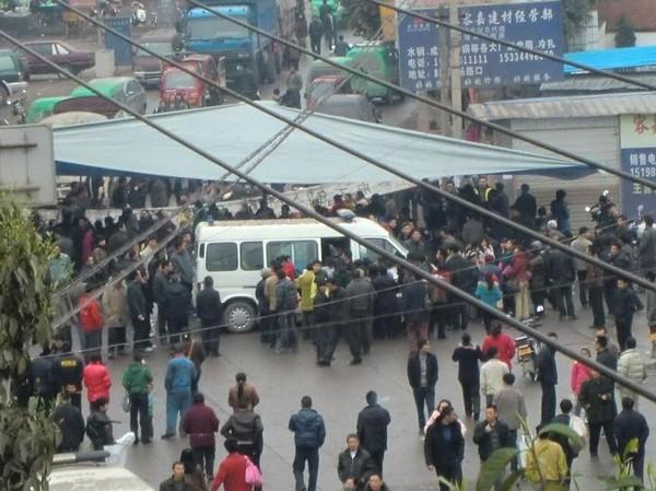 Протест против насильственного переселения. Провинция Юньнань. Март 2011 год. Фото с epochtimes.com