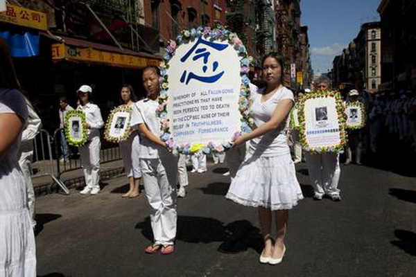 Парад у Манхеттені послідовників Фалуньгун. Фото: The Epoch Times