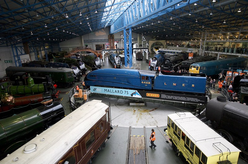 Йорк, Англія, 3 липня. У Національному залізничному музеї відзначається 75-річчя світового рекорду швидкості серед парових локомотивів, встановленого паровозом Mallard. Фото: Kippa Matthews/National Railway Museum via Getty Images