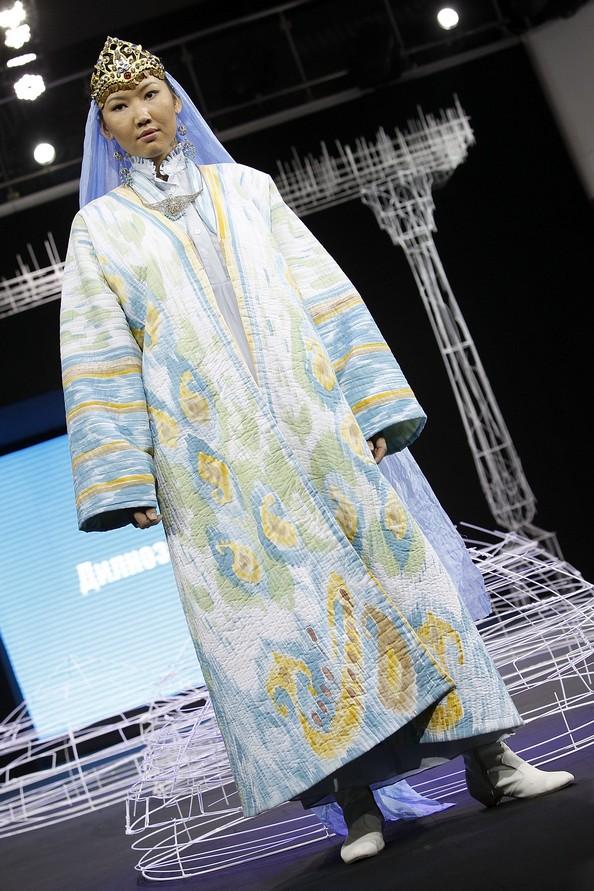 Узбекские мотивы на Фестивале национального платья. Фото: Yves Forestier/Getty Images for Style.Uz Art Week