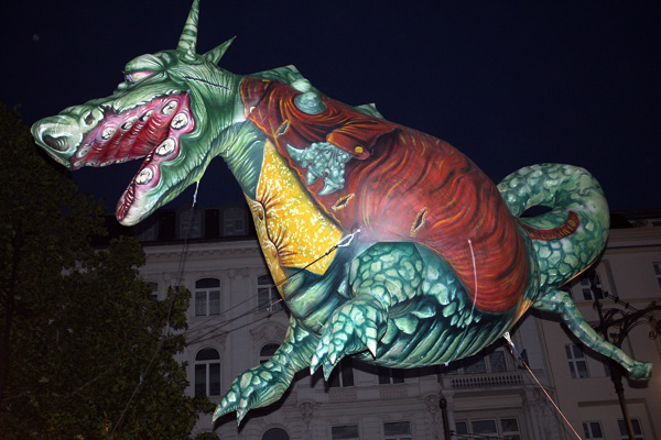Уличный спектакль на бульваре Курфюрстендамм. Фото: Adam Berry/Getty Images