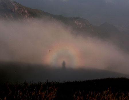 13 августа 2006 года «сияние Будды» появилось на вершине горы Угун в провинции Цзянси. Фото: Великая Эпоха