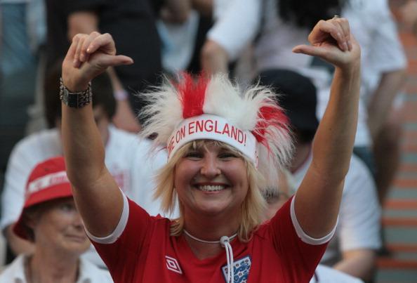 Вболівальниця збірної Англії на матчі Франції проти Англії 11 червня 2012 року у Донецьку. Фото: Alexander KHUDOTEPLY/AFP/GettyImages