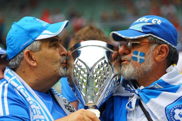 Вроцлав, Польша — 12 июня: греческие фанаты во время матча между Грецией и Чехией. Фото: Christof Koepsel/Getty Images