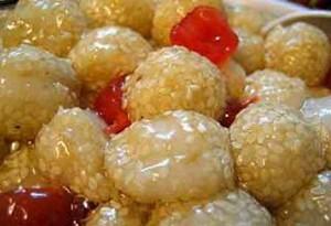 Сладкие обжаренные «Юаньсяо» подают в качестве десерта. Фото с epochtimes.com