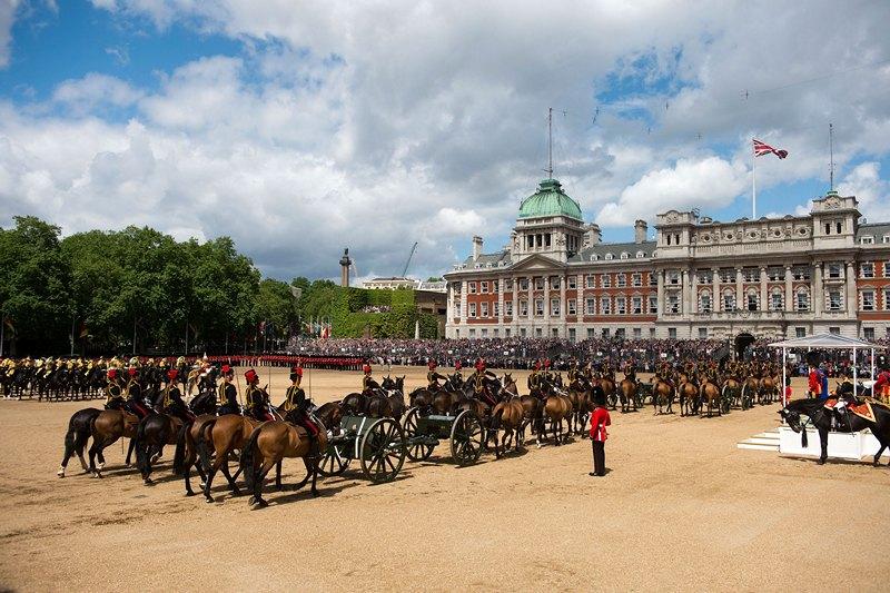 Лондон, Англия, 15 июня. Королевская гвардия и кавалерия участвуют в торжественном параде по случаю празднования официального дня рождения королевы Елизаветы II. Фото: Bethany Clarke/Getty Images