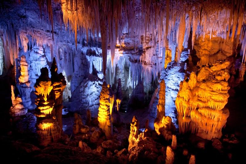 Печера Сорек, Ізраїль, 9 серпня. Сталактитова печера розмірами всього 82х60 метрів отримала нове підсвічування. Фото: Uriel Sinai/Getty Images