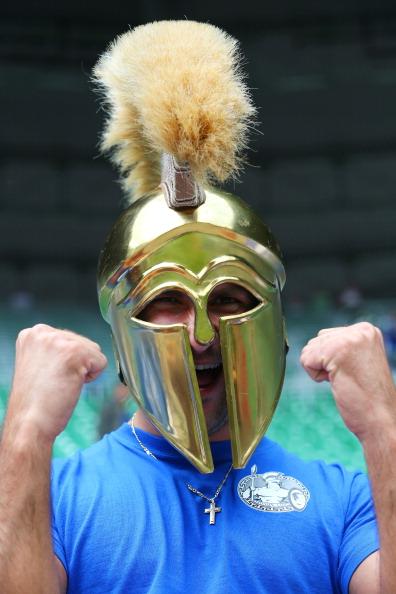 Вроцлав, Польша — 12 июня: фан сборной Греции на матче между Грецией и Чехией. Фото: Christof Koepsel/Getty Images
