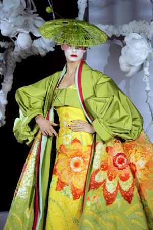 Модель представлена английским дизайнером Джоном Гальяно ( John Galliano) Дома Christian Dior Фото: FRANCOIS GUILLOT/AFP/Getty Images