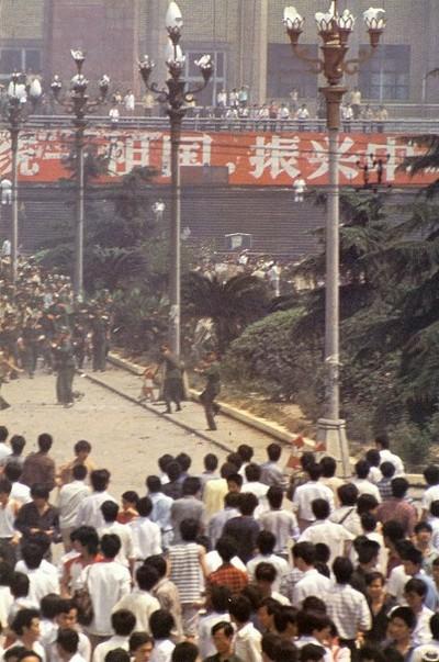 Армия начала подавление студентов. Фото с epochtimes.com