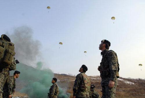 Спецподразделения Южной Кореи провели военные учения. Фото: KIM JAE-HWAN/AFP/Getty Images