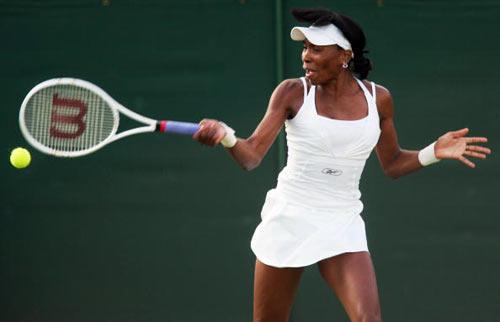 Лондон, Великобритания:  Venus Williams из США во время Уимблдонского турнира. фото: Julian Finney/Getty Images