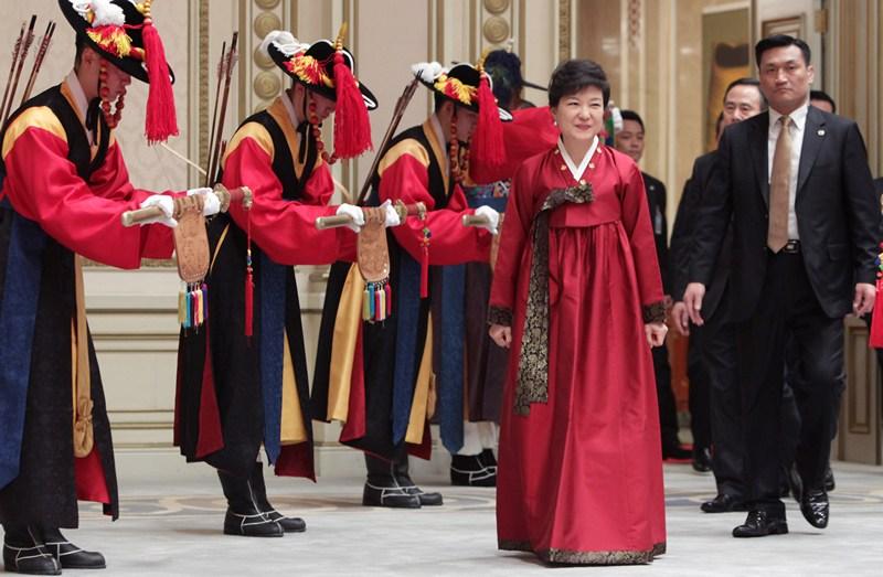 Сеул, Южная Корея, 25 февраля. Пак Кых Хе — первая женщина-президент страны. Фото: Chung Sung-Jun/Getty Images