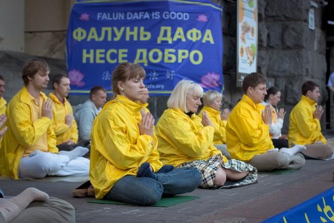 Акция, посвящённая всемирному дню Фалунь Дафа. Киев, 13 мая 2014 г. Фото: Великая Эпоха