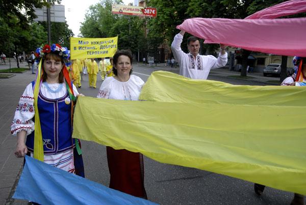 Учасники параду послідовників Фалуньгун у Києві 8 липня 2008 року. Фото: The Epoch Times