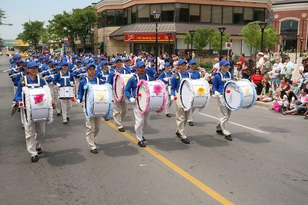 Творческий коллектив «Лотос» и Небесный оркестр участвуют в Городском Фестивале Святого Джеймса в г.Торонто. Фото: Му Фэн/ The Epoch Times