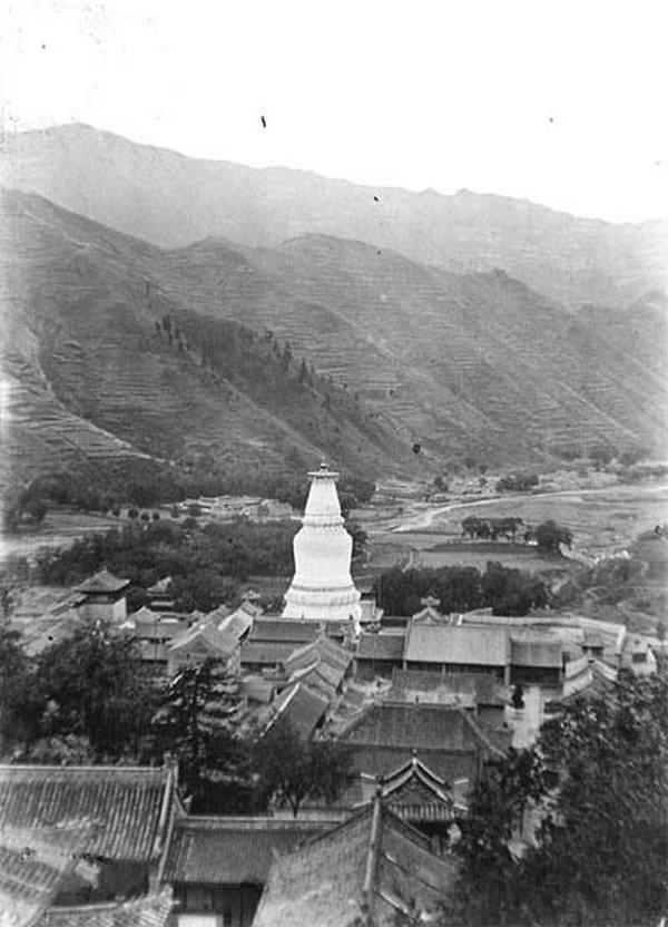 Біла пагода. Гори Утайшань. Китай часів династії Цін. Фото: William Purdom