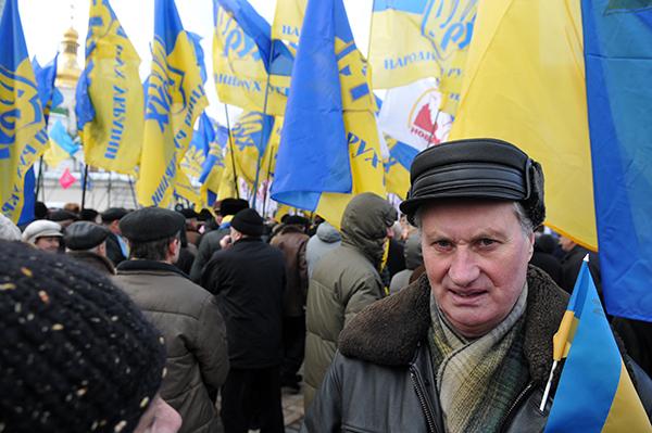Участник митинга на Софийской площади в Киеве 22 января 2011 года в День соборности Украины. Фото: Владимир Бородин/The Epoch Times Украина
