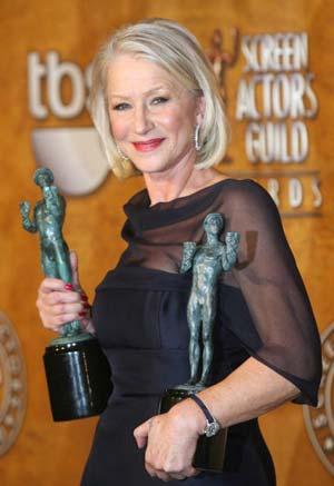 Хелен Мирен (Helen Mirren) получила награду за лучшее исполнение главной женской роли в кинофильме *Королева* (THE QUEEN). Фото: GABRIEL BOUYS/AFP/Getty Images