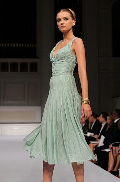 Коллекция Oscar de La Renta Весна-2011 на Неделе моды Mercedes-Benz в Нью-Йорке. Фото: Getty Images