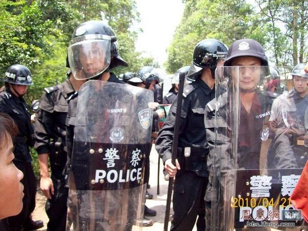 Полиция открыла огонь по крестьянам. Гуанси-Чжуанский автономный район. 21 апреля 2010 год. Фото с epochtimes.com