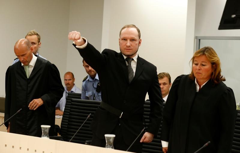 Осло, Норвегия. 24 августа. Террорист Андерс Брейвик приговорён к 21 году тюремного заключения. Фото: HEIKO JUNGE/AFP/GettyImages