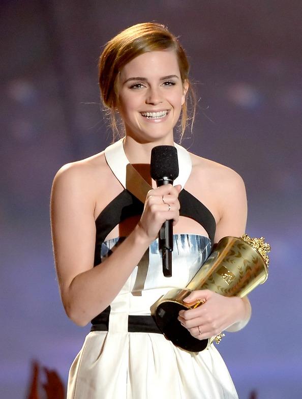 Акторка Емма Уотсон із нагородою MTV Movie Awards. Фото: Kevork Djansezian/Getty Images
