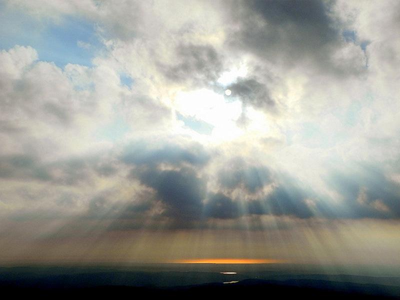 На горизонте западное побережье Крыма. Чатыр-Даг. Фото: Алла Лавриненко/Великая Эпоха