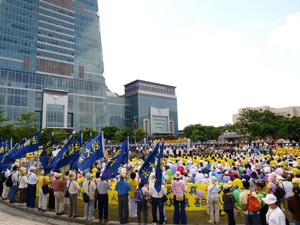 Праздничный концерт, посвящённый Всемирному Дню Фалунь Дафа. Фото: Тан Бин/ The Epoch Times