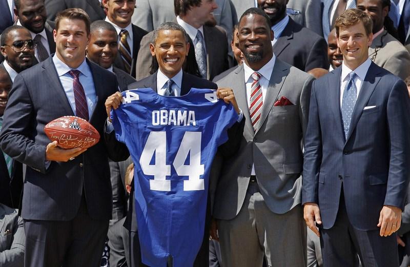 Вашингтон, США, 8червня. Барак Обама вітає в Білому Домі команду New York Giants, чемпіонів суперкубка Національної футбольної ліги. Фото: Chip Somodevilla/Getty Images