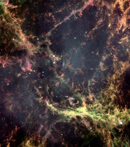 7 июня 2000 г. В 1054 г. древний китайский астроном наблюдал необыкновенно яркую новую звезду. Эта звезда непрерывно светила несколько недель таким образом, что это можно было видеть и среди бела дня. Теперь телескоп *Хаббл* обнаружил, что на месте этой з