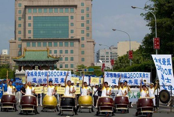 Колонна барабанщиков.  Фото: Тан Бин/ The Epoch Times