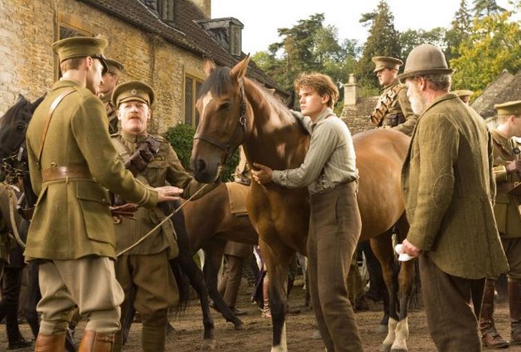 Кадр з фільму Бойовий кінь