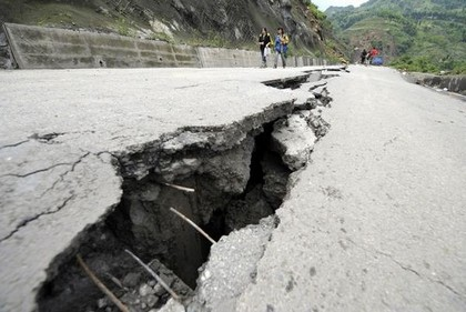 Рятувальні роботи в постраждалих від землетрусу районах провінції Сичуань. Фото: AFP PHOTO/Mark RALSTON