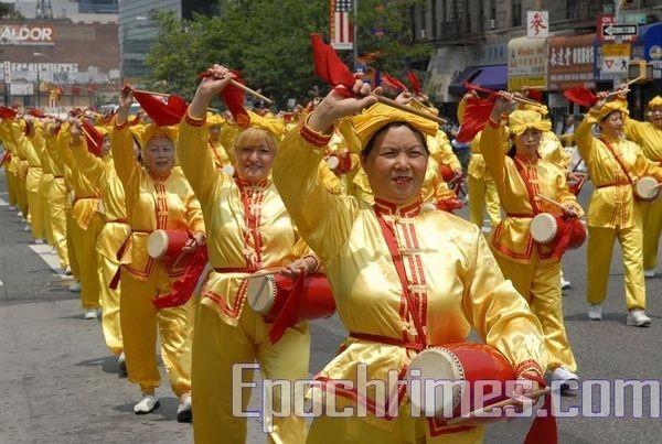 14 июня, Нью-Йорк. Шествие последователей Фалуньгун. Фото: The Epoch Times14 июня, Нью-Йорк. Шествие последователей Фалуньгун. Фото: The Epoch Times