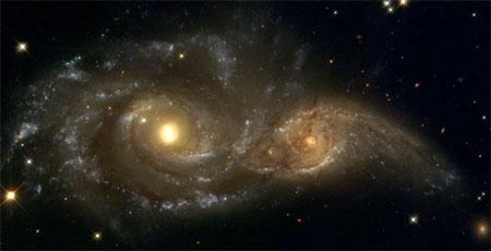 4 февраля 2004 г. Внушительное зрелище крупного столкновения двух спиральных галактик. Фото: NASA, ESA, and The Hubble Heritage Team (STScI)