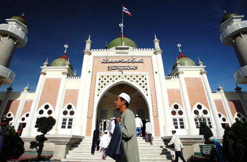 13 октября мусульмане отметили праздник Eid Al-Fitr, который для них знаменует окончание Рамадана. Фото: Chumsak Kanoknan/Getty Images