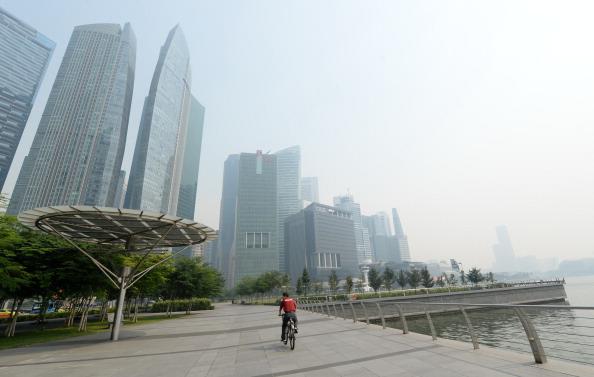 Міський вид в Сінгапурі. Місто оповив сильний смог. Фото: ROSLAN RAHMAN/AFP/Getty Images