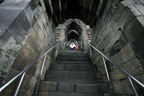 Борободур побудований як величезна ступа, яка виконана у формі гігантської мандали. Фото: Getty Images