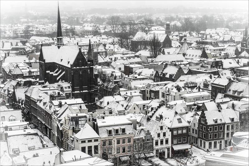 Утрехт, Нідерланди, 15січня. Усього за одну ніч сніг засипав майже всю країну. Фото: ERIK VAN 'T WOUD/AFP/Getty Images