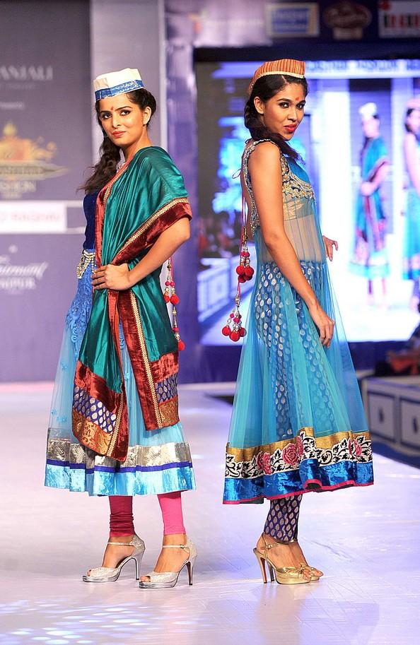 Етнічна індійська мода на Rajasthan Fashion Week. Фото: STR / AFP / Getty Images