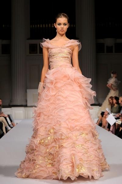 Колекція Oscar de La Renta Весна-2011 на Тижні моди Mercedes-benz у Нью-Йорку. Фото: Getty Images